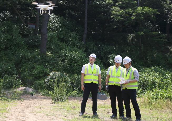 태종대유원지 태종사 주변 사면을 드론(drone)을 활용한 점검을 하는 모습7